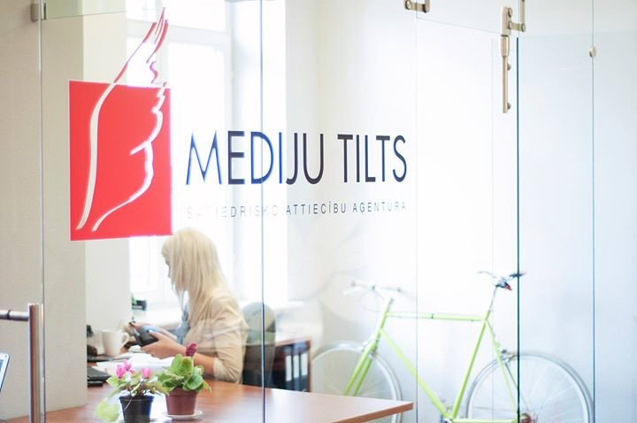 Mediju tilts/Burson-Marsteller cover