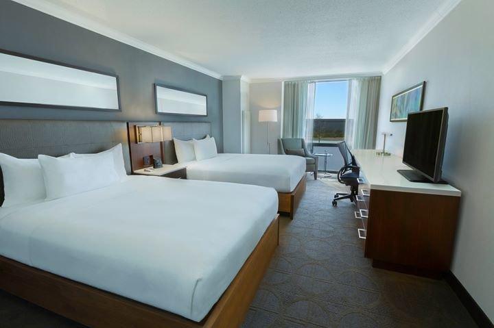 Hilton Toronto Airport Hotel & Suites cover