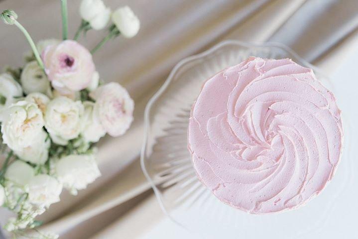 De La Rosa  Cakes & Cupcakes cover