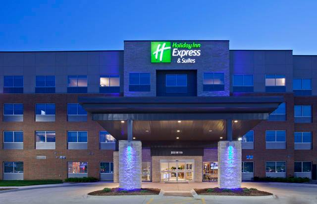 Holiday Inn Express & Suites Des Moines Downtown cover