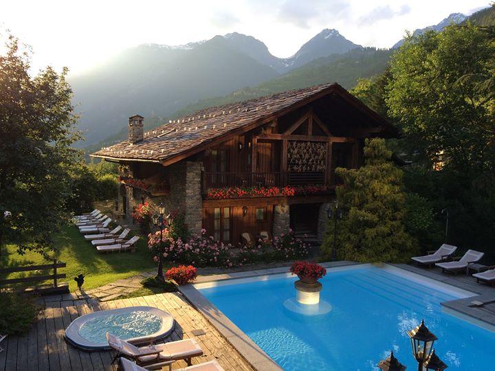 Le Mont Blanc Hotel cover