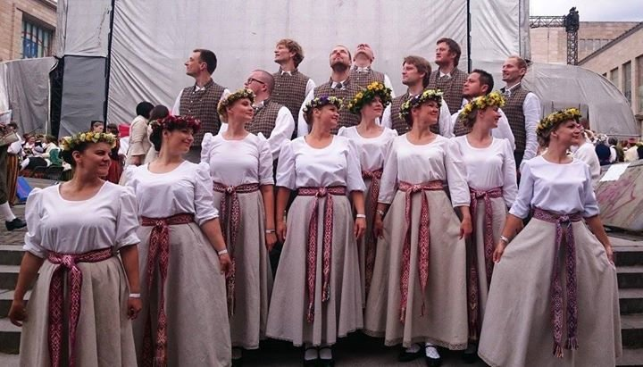 Briseles latviešu dejotāji cover