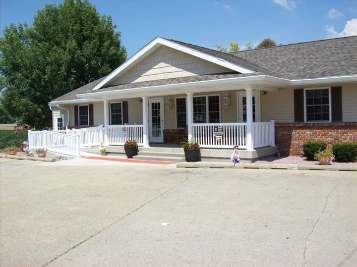 Sangamon Avenue Veterinary Clinic & The Howliday Inn and Suites cover