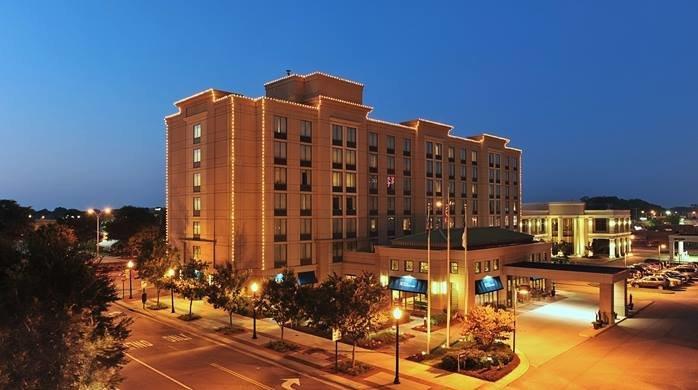 Hilton Garden Inn Virginia Beach Town Center cover