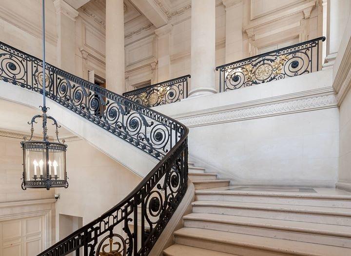Palais Brongniart cover