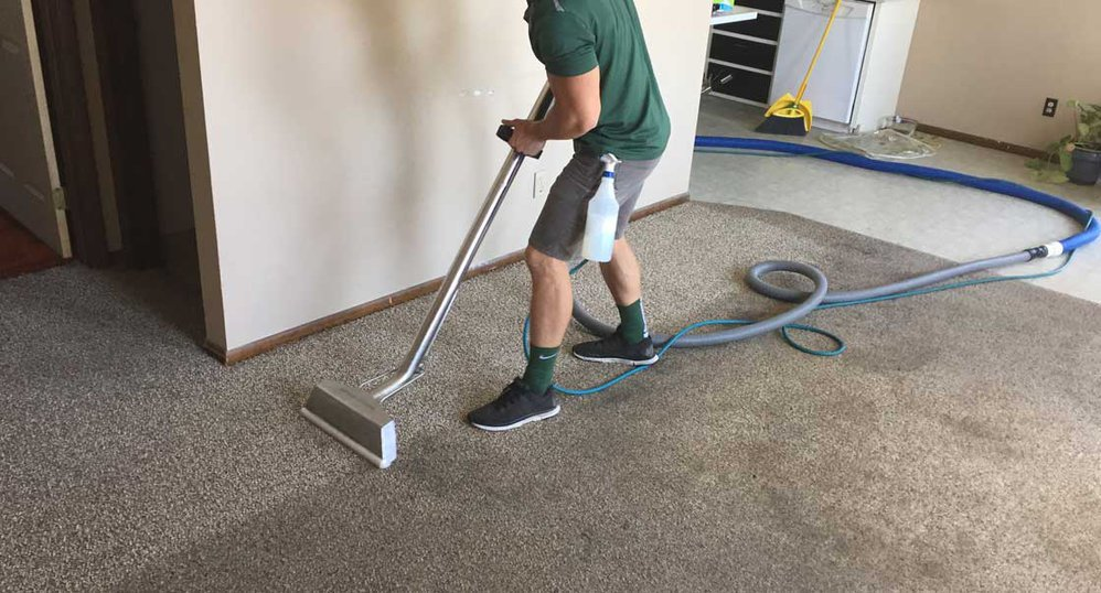 Ians Cleaning Services cover