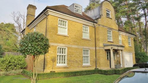 Grosvenor Billinghurst Woking Estate Agents cover