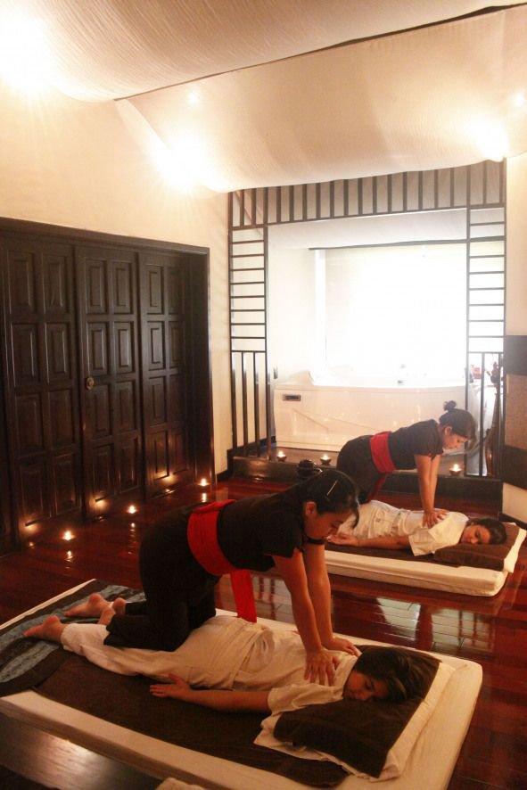 Female to Male Body Massage Ahmedabada 8956455162 cover
