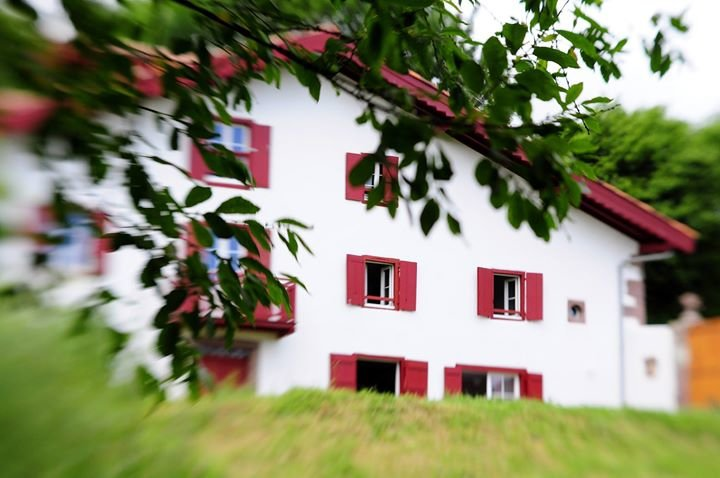 Tartasenia - Maison écologique au Pays Basque cover