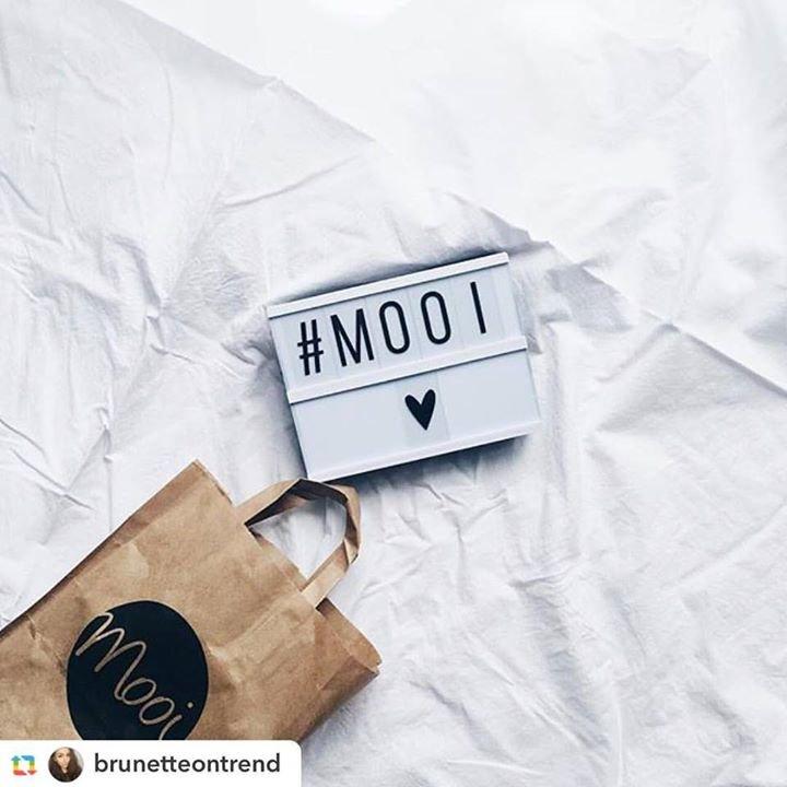 MOOI cover