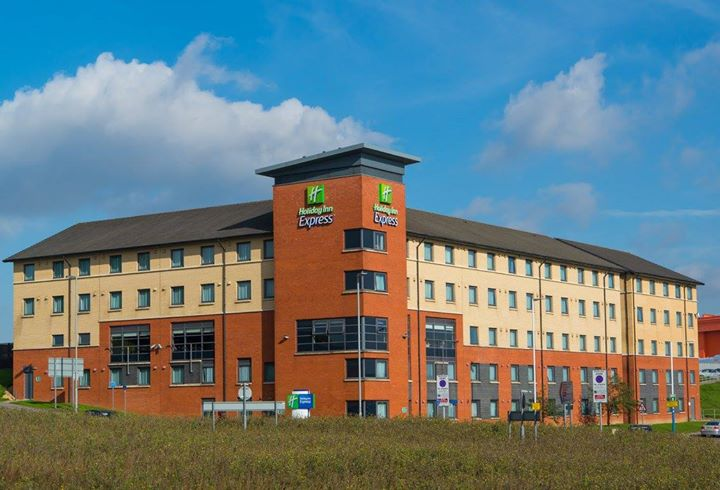 Holiday Inn Express London - Luton Airport cover