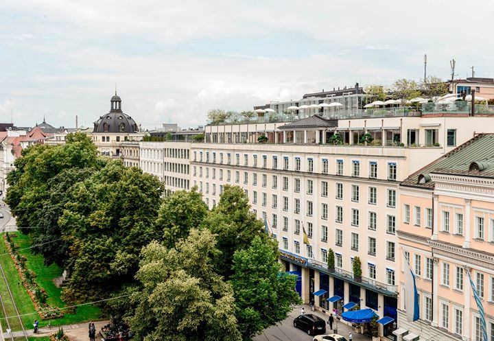 Hotel Bayerischer Hof München - Karriere cover