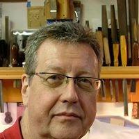 R. E. Brune, Luthier