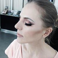 Make up by Emma Skelton