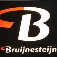 Decorating Evert Bruijnesteijn