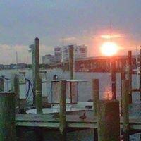 Dockside Restaurant & Marina At Lynnhaven Inlet