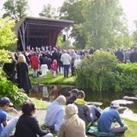 Dina-scenen, Stadsträdgården, officiella sidan.