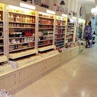 White Fashion Store