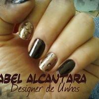 Izabel  Alcantara Designer de Unhas