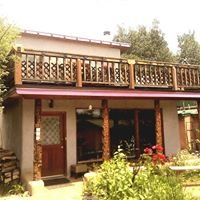 Royal Bear Lodge & Gardens