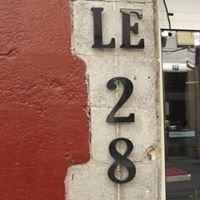LE 28