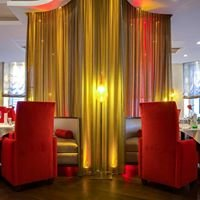 Restaurant im Radisson Blu & H12 Bar