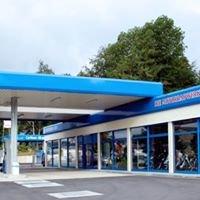 Die Motorradwerkstatt und Tankstelle
