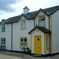 Moloney's Self Catering Cottages (Riverbank Cottages)