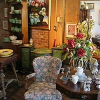 Bloomingdeal's  antique, furniture & home decor consignment