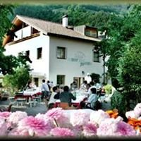 Gasthaus Schloss Tirol