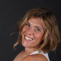 דליה סגל - מנחת קבוצות, שחקנית ומספרת סיפורים
