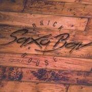 Brick House - Saxo Bar