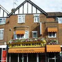 Acton Town Hotel and Apartments