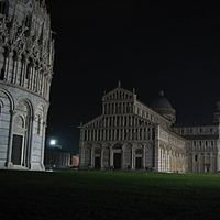 Piazza dei Miracoli di notte