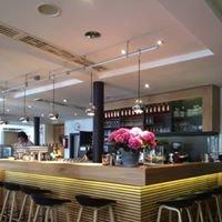 Cafe Podium