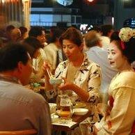 京都 東山 祇園 祗園 夏の風物詩 舞妓とビアガーデンの夕べ 祇をん新門荘