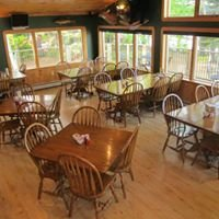 Lac La Belle Lodge & The Bear Belly Bar & Grill
