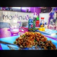 Moon wok café