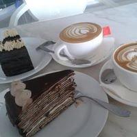 Nadeje Cafe, Mahkota Parade