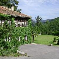 La Lastra, Hotel and tourist apartments