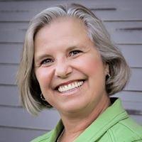 Sally L Jacobson at Rogue Real Estate