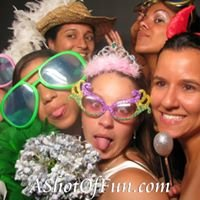 A Shot Of Fun Photobooth by Tati Demozzi