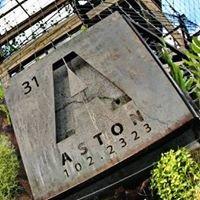 Aston : Dining Room & Bar