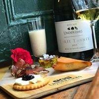 Under Oaks Vineyard Suites &  Boutique wines