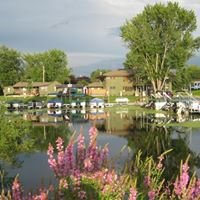 Waters Edge Motel Marina and Campground