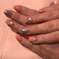 Mindy's Nails and Tan