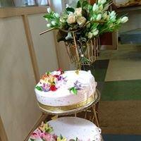 Elle's Cakes & Bakes