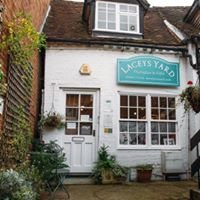 Laceys Yard - Therapies and Gifts