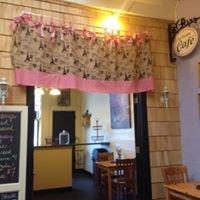 Le Petite Cafe