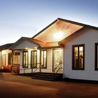 Shallow Bay Motel Cabins & Conference Centre